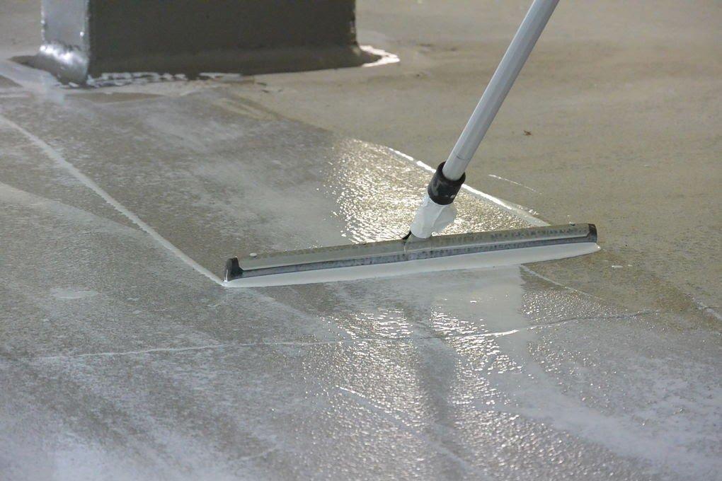 Нанесение полимера на пол